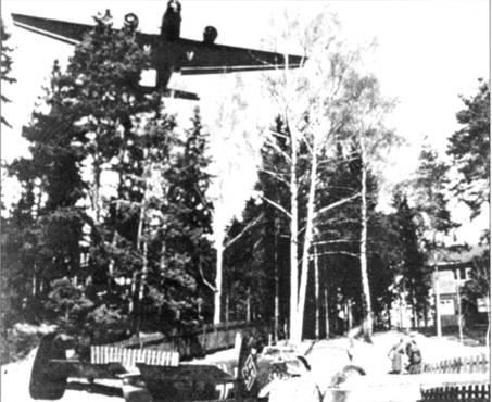 Лейтенант Гельмут Леш посадил свой Bf. 110 на аэродроме Осло-Форнебю на брюхо.