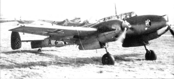 Мессершмитты из ZG 52 прогревают моторы перед боевым вылетом против французов, утро 10 мая 1940 г. Эта часть только что получила па вооружение Bf 110.