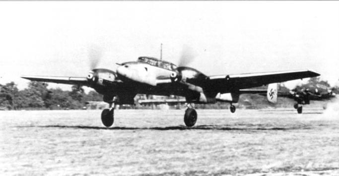 Самолеты из II1/ZG-26 «Хорст Весселъ» идут па взлет впереди – Голландия и Бельгия.
