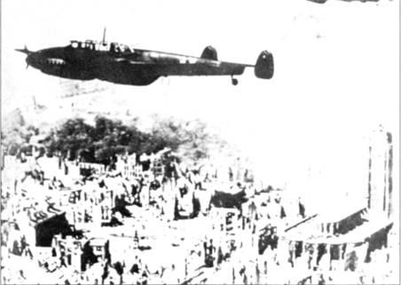 Церстореры из II/ZG-76 над руинами Дюнкерка. Здесь Bf. 11 ОС впервые встретили достойных противников – одномоторных британских истребителей.