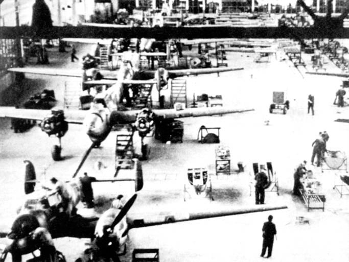 Сборочная линия самолетов Bf110D-1/Rl, самолеты этой модификации строились параллельно с Bf 110С.