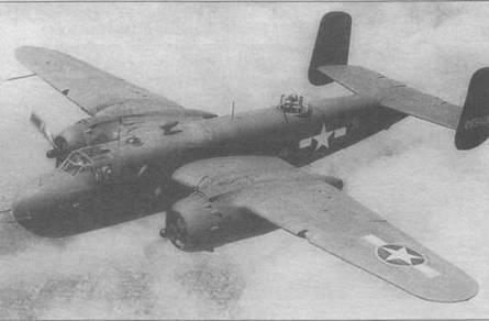 B-25G-10 (42-65128) в стандартном камуфляже во время испытаний. Опознавательные таки с красным кантом, середина 1943 года.