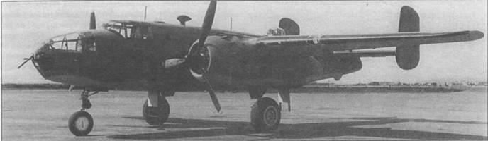 B-25D-10, выпущенный в Канзас-Сити. Видны новые выхлопные трубы с пламегасителями Clayton «S». Стандартный камуфляж.