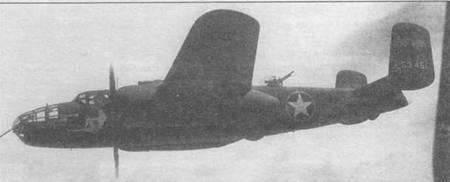 В-25С-5 (42-53451) «Worth Fighting For» из 310th BG, 428th BS (красные ступицы винтов). Верхний и центра./ьный спички сделаны в феврале 1943 года в Тунисе. Вокруг опознавательных знаков сделан желтый кант. Желтая полоса на шайбах руля. На спичке внизу, сделанном чуть раньше, тот же самолет еще без желтых элементов быстрой идентификации. Как видно, «nose art» на правом и левом борту несколько отличался.