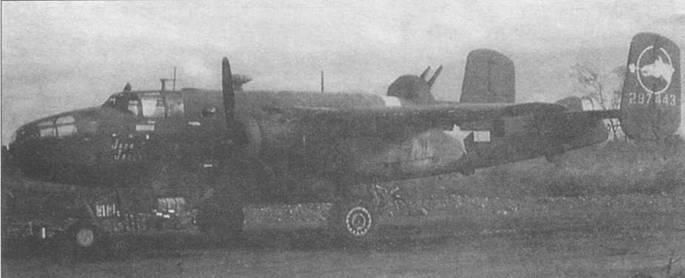 B-25D-25 (42-87443) из 500th BS, 354th BG. На шайбе руля эмблема эскадрильи в виде головы мустанга.