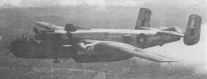 B-25J-25 (44-30896) переданный в RAAF (А47-44) в полете над Брисбеном. Самолет пилотирует флайт-лейтенант Эган с базы Эмберли-Филд, июль 1945 года.
