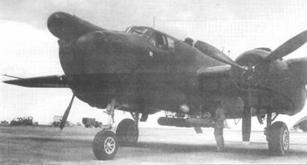 Выкрашенный целиком в черный цвет PBJ-1H из УМ В-612. В носовой части установлен радар, под фюзеляжем подвешены ракеты «Tiny Tim».