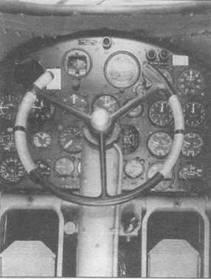 Кабина пилота на NА-40В. Хорошо видны педали.