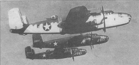 B-25C-NA (41-12848), B-25D-1-NC (41-29917) и B-25D-20NC (41-0583) в совместном полете. Первый самолет в необычном камуфляже, два следующих в стандартном камуфляже Olive Drab/Neutral Gray.