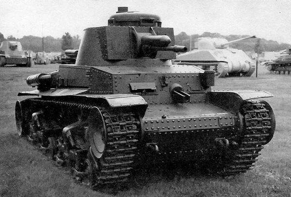 До наших дней сохранились только четыре экземпляра легкого танка LT vz.35 — в Сербии, Болгарии, Румынии и США. В наихудшем состоянии находится машина из военного музея в Софии — у нее полностью отсутствует вооружение, в наилучшем — танк в Военном музее на Абердинском полигоне в США, который представлен на этих снимках. Это единственная машина, у которой имеется хотя бы одна шаровая установка пулемета ZB vz.35.