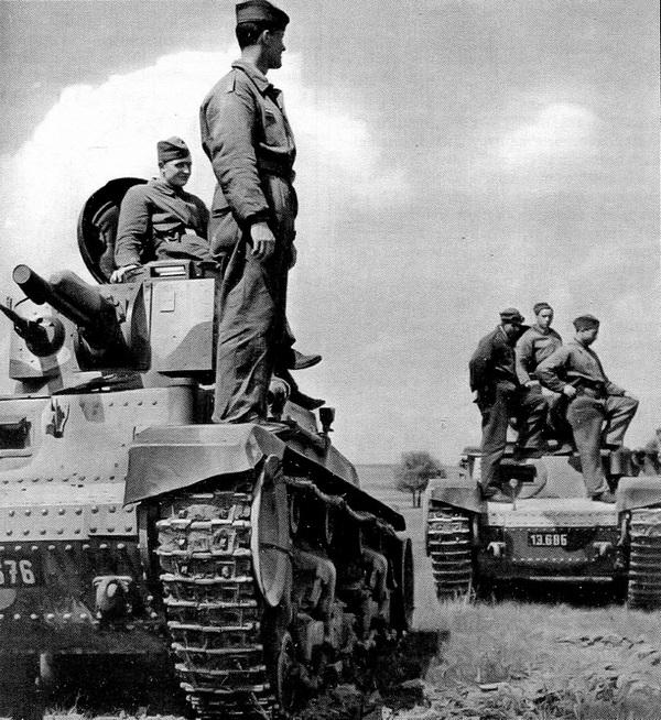 Танковая часть чехословацкой армии во время тактических занятий. 1937 год.