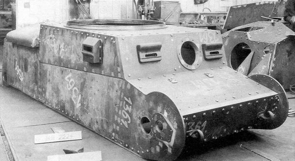 Корпус танка Pz.38 (t) Ausf.G в цехе завода ВММ.