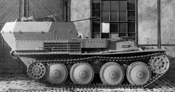 Зенитная самоходная артиллерийская установка Flakpanzer 38 во дворе завода ВММ.