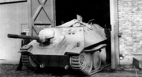 Сборочный цех покидает первый прототип новой боевой машины. 1 апреля 1944 года.