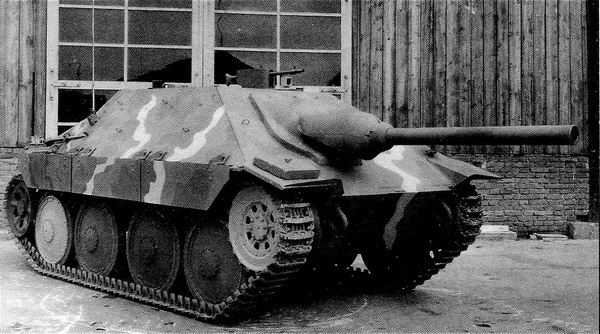 Истребитель танков Jagdpanzer 38 Starr во дворе завода ВММ.