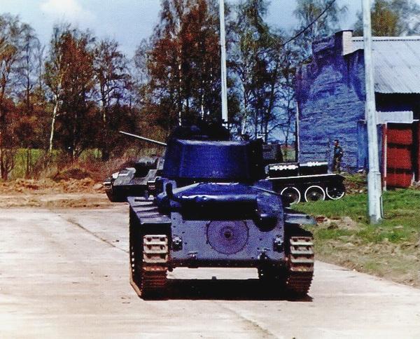Pz.38 (t) Ausf.G из коллекции Военно-исторического музея бронетанкового вооружения и техники во время демонстрационных заездов. Кубинка, 10 мая 2003 года.