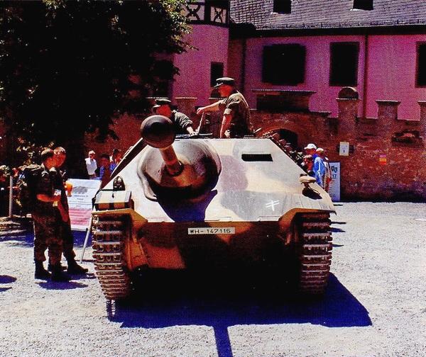 G-13 в роли «Хетцера» на одном из военно-исторических фестивалей в Германии. 2005 год.