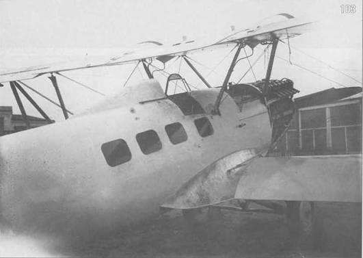 103. ПР-5 со снятыми капотами. Ленты, прикрывающие стык верхнего крыла с центропланом, ослаблены.