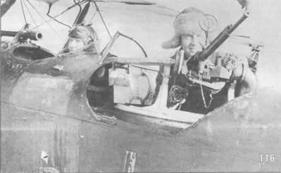 116. Финские солдаты позируют, сидя в Р-5.