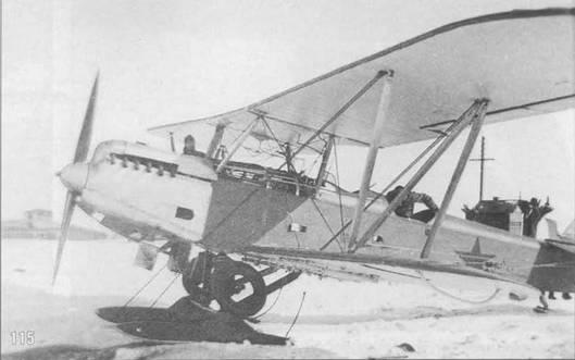 115. Самолет Р-5 в руках противника. На стойках шасси прикреплены колеса.