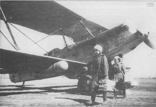 120. Фронтовой лимузин Р-5 привез свежие газеты. 1944 г.