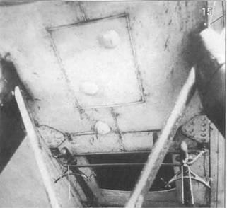 15. Нижняя часть фюзеляжа Р-5 №4629. Видны фюзеляжные балки бомбодержателей ДЕР-6 и окно в полу пилота с открытой шторкой.