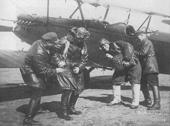 18. Опрыгивание Р-5 с парашютом. Май 1933 г.