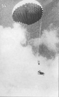 54. Спуск мотоцикла на парашюте.
