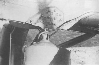 73. Буксировочный трос на Э-39 зацеплен за узел крепления амортстойки шасси.
