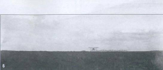 6. Самолет-разведчик Р-5 над аэродромом.
