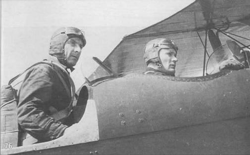 76. В задней кабине буксировщика Р-5 О.К.Грибовский – известный конструктор планеров и военный летчик.