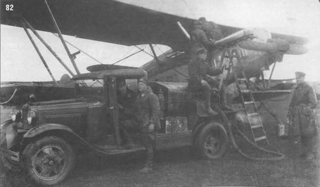 82. Заправка топливом в в/ч 1207 при помощи топливозаправщика. 1935 г.