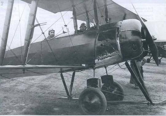 7. Я.И.Алкснис (в задней кабине У-1) и В.О.Писаренко в период обучения полетам.