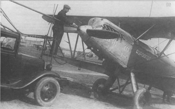 86. Запуск двигателя П-5 автостартером перед вылетом Ленинград-Москва, 1936 г.