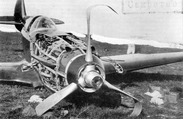 Авария И-301 лётчика А.И.Никашина 11 августа 1940г. Хорошо видны пулемёты ШКАС и трубы охлаждения пулемётов БС.