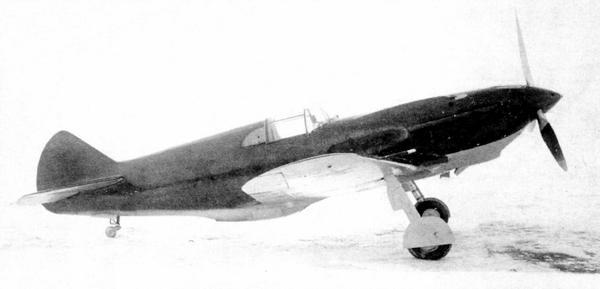 Истребитель ЛаГГ-3 на аэродроме, весна 1941г.