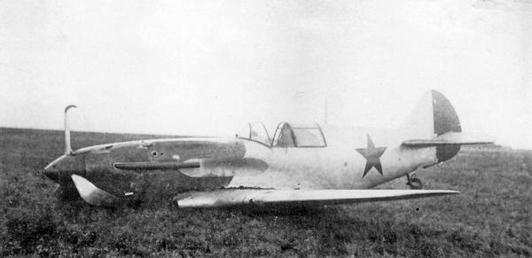 Авария ЛаГГ-3 №273130 (выпущенного заводом №31) 27 мая 1941г.; лётчик В.Н.Кузеев. Самолёт ещё не окрашен, только загрунтован, но звёзды на него уже нанесли.