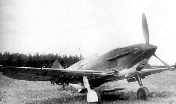 ЛаГГ-3 №3121422 с подвеской <a href='https://arsenal-info.ru/b/book/2633435995/28' target='_self'>реактивных снарядов</a> РС-82. Фото сделано в августе — сентябре 1941г.