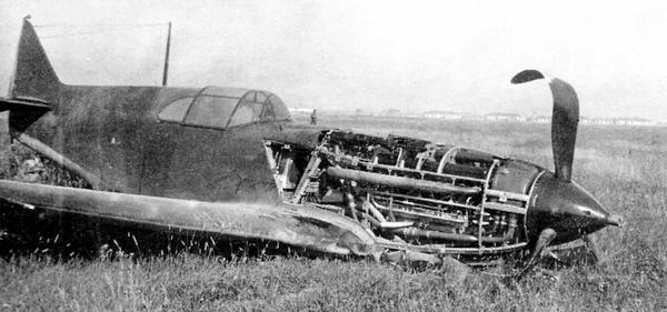 Авария ЛаГГ-3 №3121565 (5-я серия завода №21) 26 июля 1941г.; лётчик Г.М.Иванов. Самолёт отличается необычной удлинённой мачтой радиостанции.