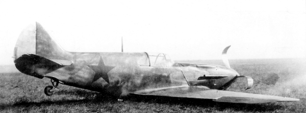 Самолёт №273159, выпущенный заводом №31 в апреле 1941г., 9 июля потерпел аварию на аэродроме Поликовка под Таганрогом (лётчик Г.М.Рыбин). Машина не окрашена, но уже несёт звёзды.