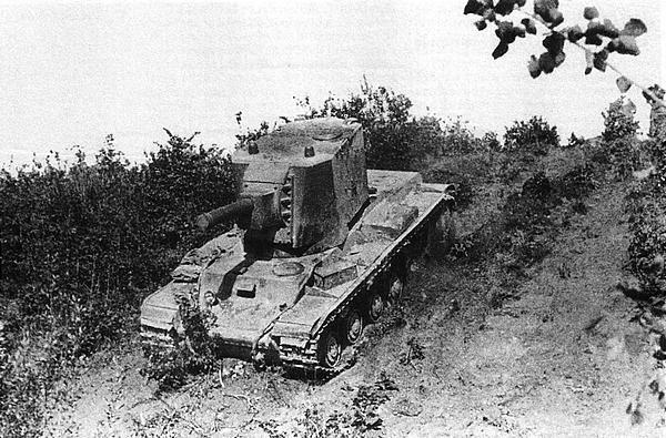 KB У-1 спускается с горки. Район Ленинграда, июнь 1940 года.