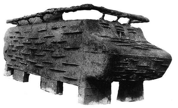 Цельнолитой корпус танка КВ после извлечения из формы и очистки.