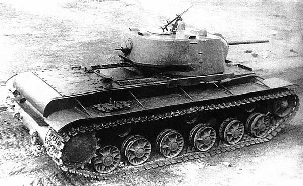Танк КВ-1 с литой башней и корпусом изготовления завода №200. Весна 1942 года.