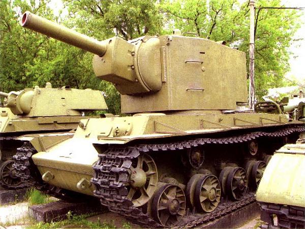 Танк КВ-2, выпущенный в мае — июне 1941 года. Машина находится в экспозиции Центрального музея Вооруженных Сил в Москве.