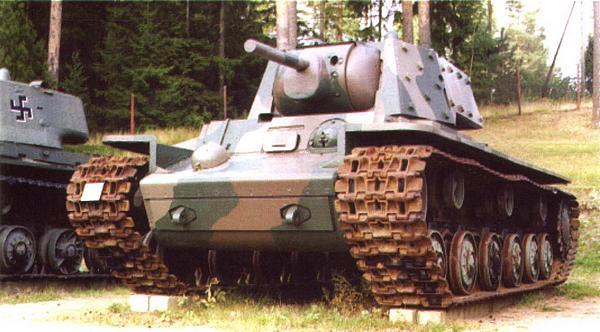 Танк КВ-1 — экспонат танкового музея в г. Парола (Финляндия). Эта машина с усиленной броней была захвачена финскими войсками под Петрозаводском в сентябре 1941 года.