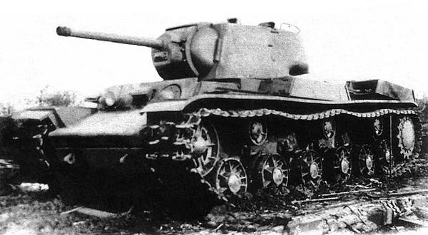 Общий вид танка КВ-1 с установками КРАСТ-1. Челябинск, завод №100, лето 1942 года.