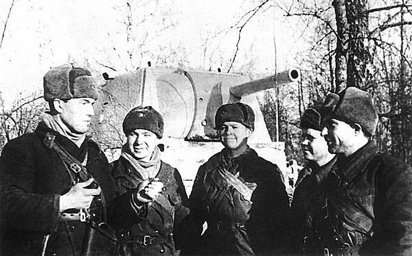 Экипаж танка КВ лейтенанта Иванова после боя. Западный фронт, январь 1942 года.