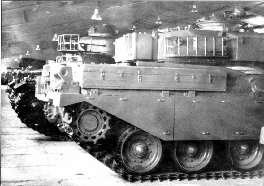 Кормовая часть танка «Чифтен» Mk.5. Хорошо видны ведущее колесо и обрезиненные катки ходовой части