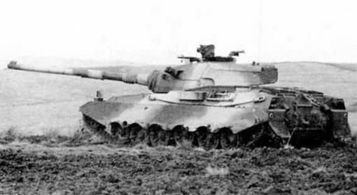 На обоих снимках «Виккерс» Mk.3 (I) во время полигонных испытаний