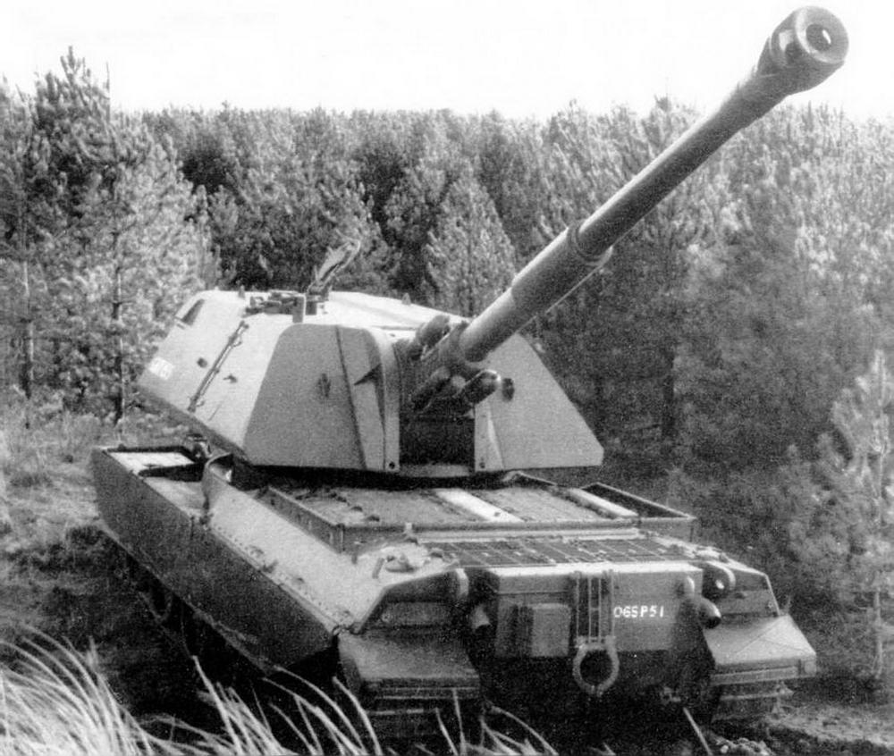Самоходная 155-мм гаубица GBT 155 на шасси танка «Виккерс» Mk.3 во время испытаний